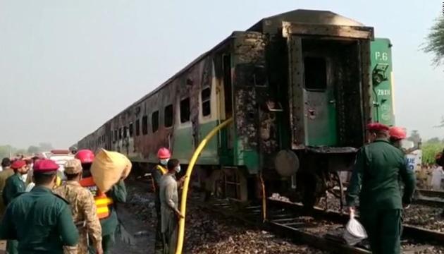 Вибух на залізниці у Пакистані: кількість загиблих зросла до 74