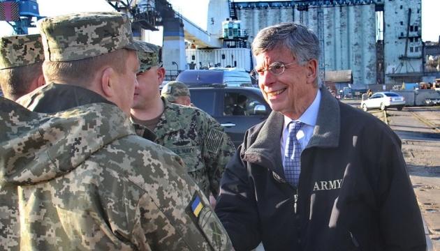 Дипломатам США показали стоянку кораблів тактичної групи