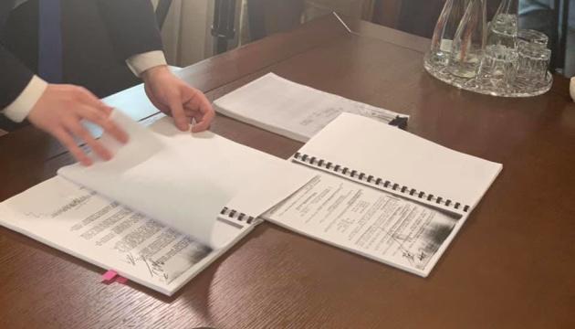 Меджлісу на Банковій передали документи про депортацію кримських татар