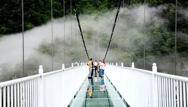 У Китаї закрили скляні мости
