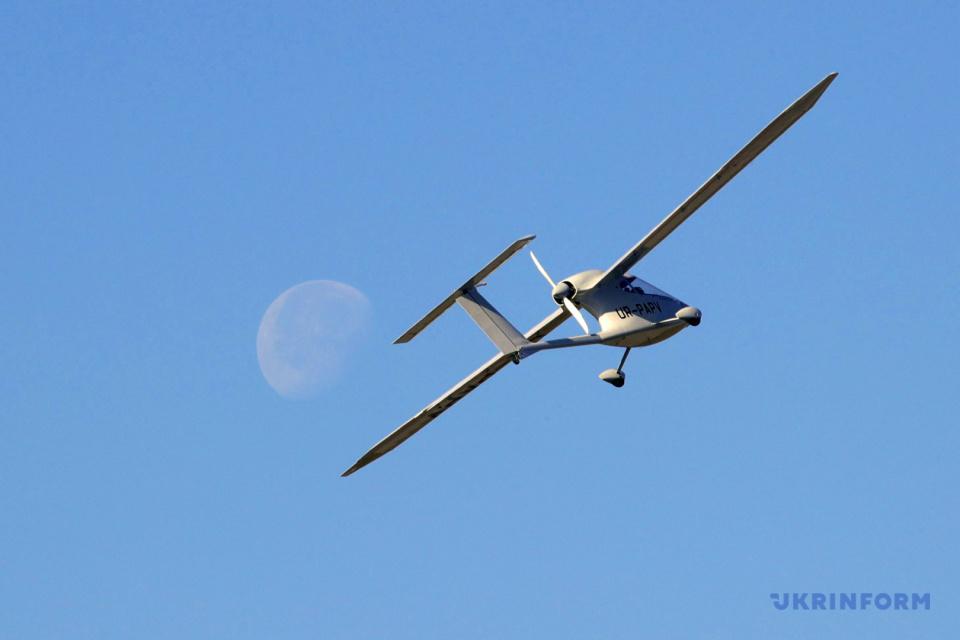 Демонстрационный полет Aeroprakt A-40 / Фото: Павел Багмут, Укринформ