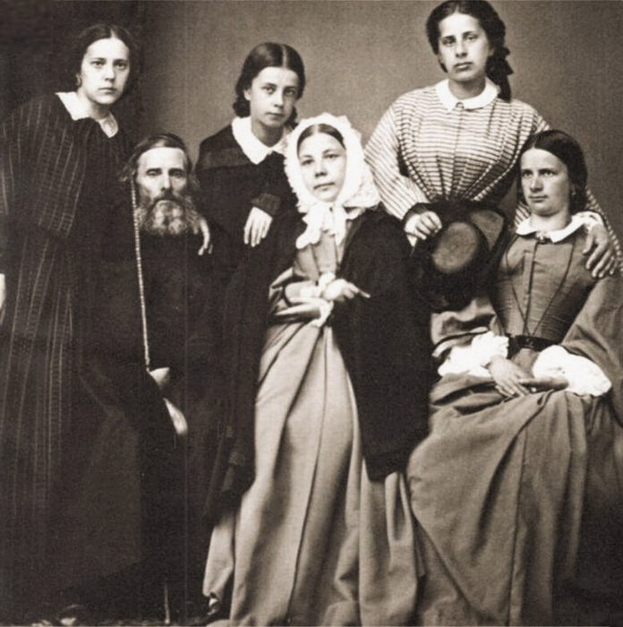 Владимир Иванович Даль и его вторая супруга Екатерина Львовна Соколова с детьми 2