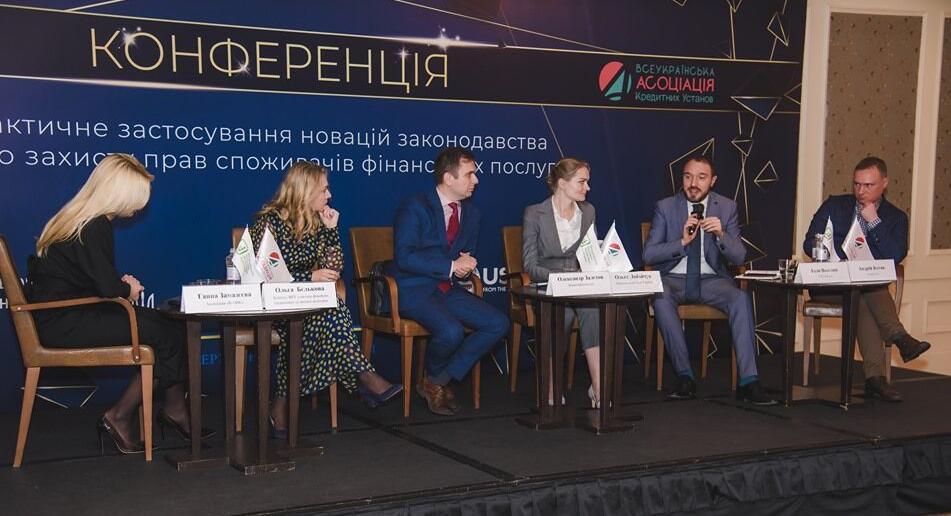Ілля Веселий під час виступу