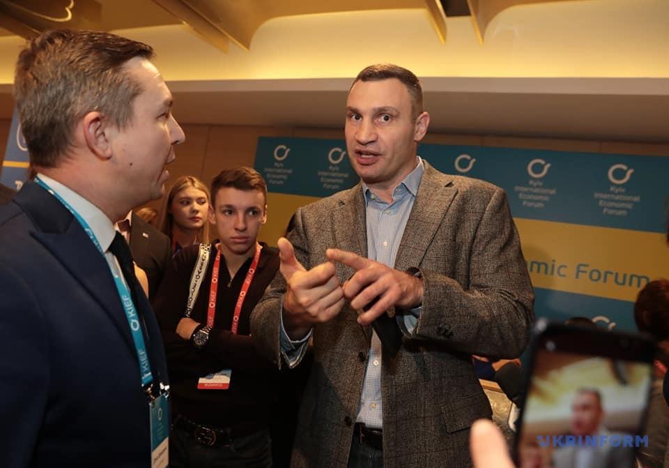Гончарук упевнений, що Зеленський не управляється СМСками олігархів — Украинские новости