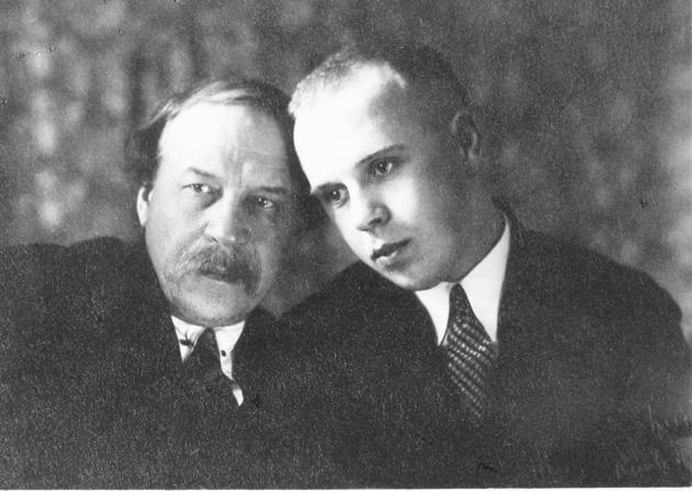 Микола Вороний із сином Марком, 1920-ті рр.