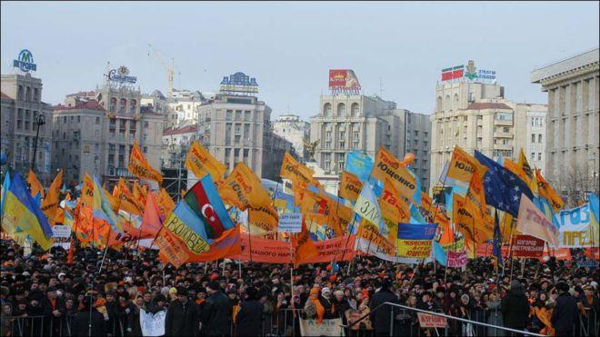 22 листопада 2004 року (після оголошення Центральною виборчою комісією попередніх результатів, згідно з якими нібито переміг його суперник - Віктор Янукович) на Майдані Незалежності розпочалась Помаранчева революція