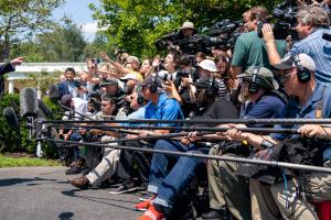 Почти половина американцев считают СМИ несправедливыми к Трампу