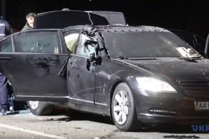 Sprengsatz in Auto geworfen: Fahrer tot, zwei Passagiere verletzt