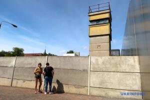 """Творці """"Чорнобиля"""" знімуть кінопроєкт про Берлінський мур"""