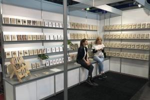 """На выставке в Вене представили """"веганские"""" книги с травы"""