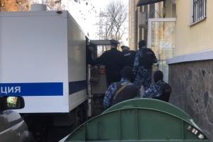 Оккупанты оставили пятерых крымских татар под арестом до 15 февраля