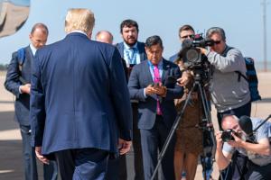 Трамп заявляет, что готов встречаться с диктаторами