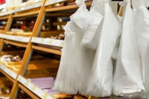 Рада зробила крок до зменшення пластикових пакетів у магазинах