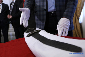 """У новому археологічному музеї Львова покажуть """"меч вікінгів"""" і давній """"смайлик"""""""