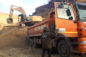На Буковині та Черкащині СБУ заблокувала нелегальний видобуток корисних копалин