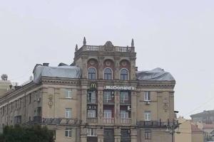 """Владелец """"скворечника"""" на Майдане обещает восстановить крышу за свои деньги"""