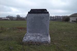 На Харківщині демонтували погруддя Чапаєву, яке вже зносили активісти