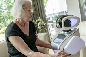 В Нидерландах робот Сара ухаживает за людьми преклонного возраста