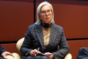 В Украине следует законодательно усилить статус омбудсмена — Денисова