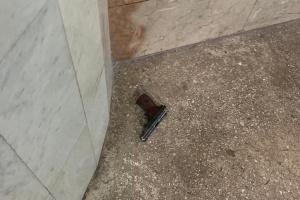 Поліцейський стріляв у харківському метро одразу з двох пістолетів