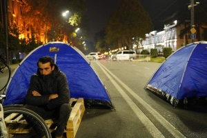 Протестувальники встановили намети під парламентом Грузії