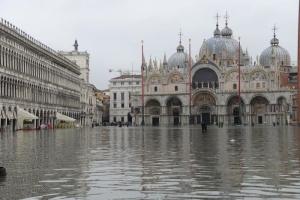 В Венеции закрыли центральную площадь - власти города предупреждают о новом наводнении