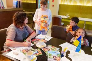 Українська письменниця Інна Курило презентує в Абу-Дабі нову казку для дітей