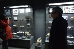 В городе-спутнике Львова показали уникальные археологические находки