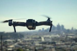 У Китаї 800 дронів утворили в небі форму літака