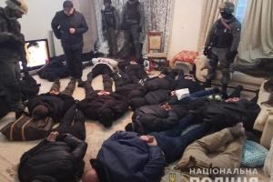 У Києві затримали 17 чоловіків у балаклавах, які намагалися захопити квартиру
