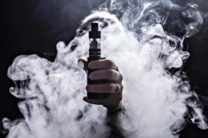 Електронні сигарети стануть менш доступними для молоді — Рада готує зміни до закону