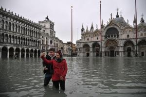 Площу Святого Марка у Венеції вже відкрили, але рівень води ще високий