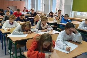 Учні української суботньої школи Варшави написали Диктант національної єдності