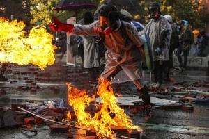 Протести в Гонконгу: біля Політехнічного університету підпалили міст