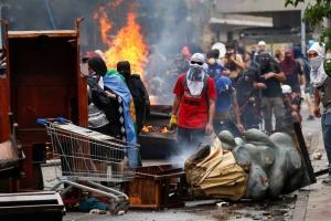Протесты в Чили: президент обвинил полицию в злоупотреблении силой