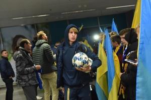 Футбольную сборную Украины торжественно встретили на родине