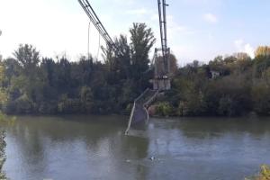 Во Франции обрушился мост, погиб ребенок