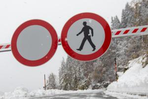"""На півдні Австрії - снігопади та зливи: перекриті дороги, """"відрізані"""" села, є жертва"""