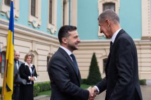Зеленський вибачився, що зустрів прем'єра Чехії неголеним