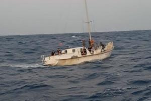 Біля берегів Італії затримали яхту з українським екіпажем, який переправляв мігрантів