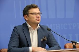 Außenminister Kuleba begibt sich am Freitag mit Auto nach Ungarn