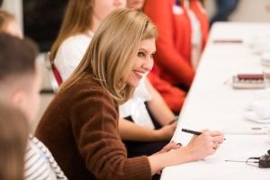 Школьное питание: Елена Зеленская хочет запустить онлайн-анкетирование