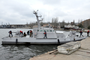 Захваченные Россией корабли ВМС зашли в украинский порт