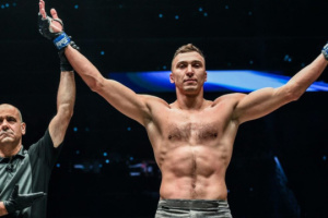 Kryklya se convierte en campeón de kick boxing en ONE Championship