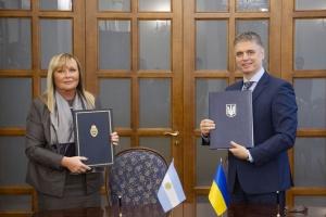 Ucrania y Argentina extienden la estadía de ciudadanos sin visa: 180 días en lugar de 90