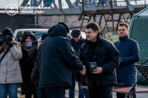 Инвестиции в морпорт и дороги: о чем говорил Разумков в Мариуполе