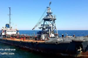 В море возле Одессы спасают танкер, который сорвало с якоря