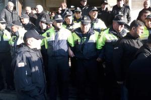 В Грузии произошли столкновения возле офисов провластных депутатов