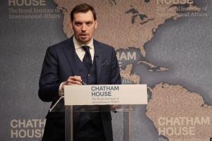 Гончарук у Лондоні заявив, що держава не віддасть ПриватБанк