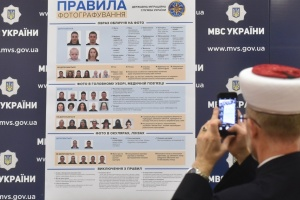В Україні дозволили фото на паспорт у головному уборі